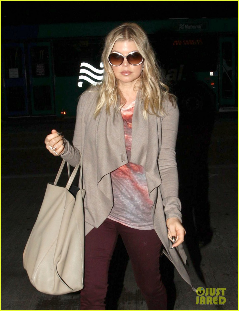 fergie late night airport arrival 02