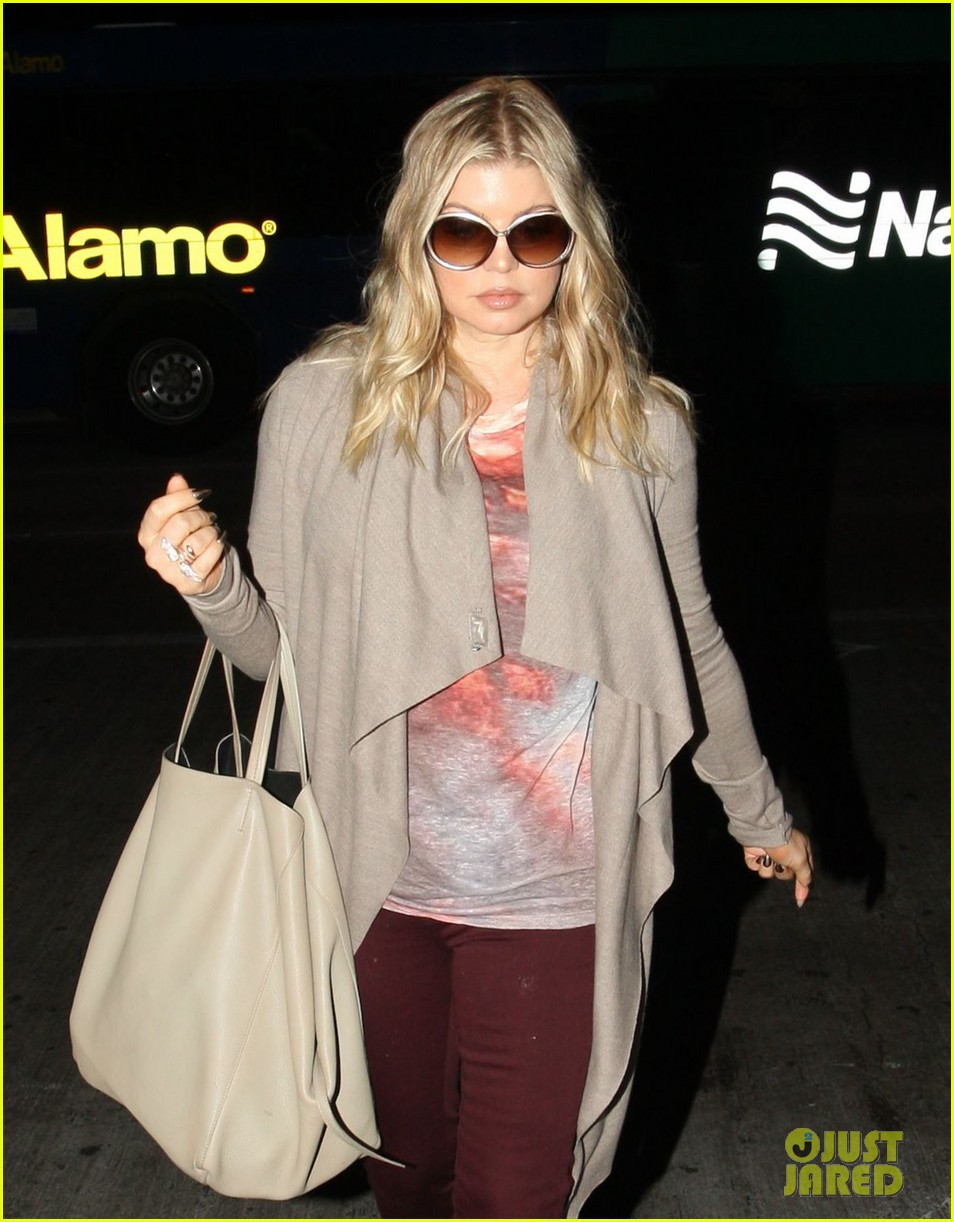 fergie late night airport arrival 042735123