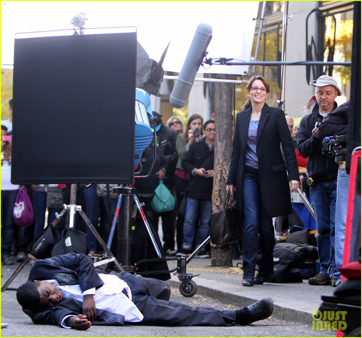 tina fey 30 rock set with jane krakowski 16