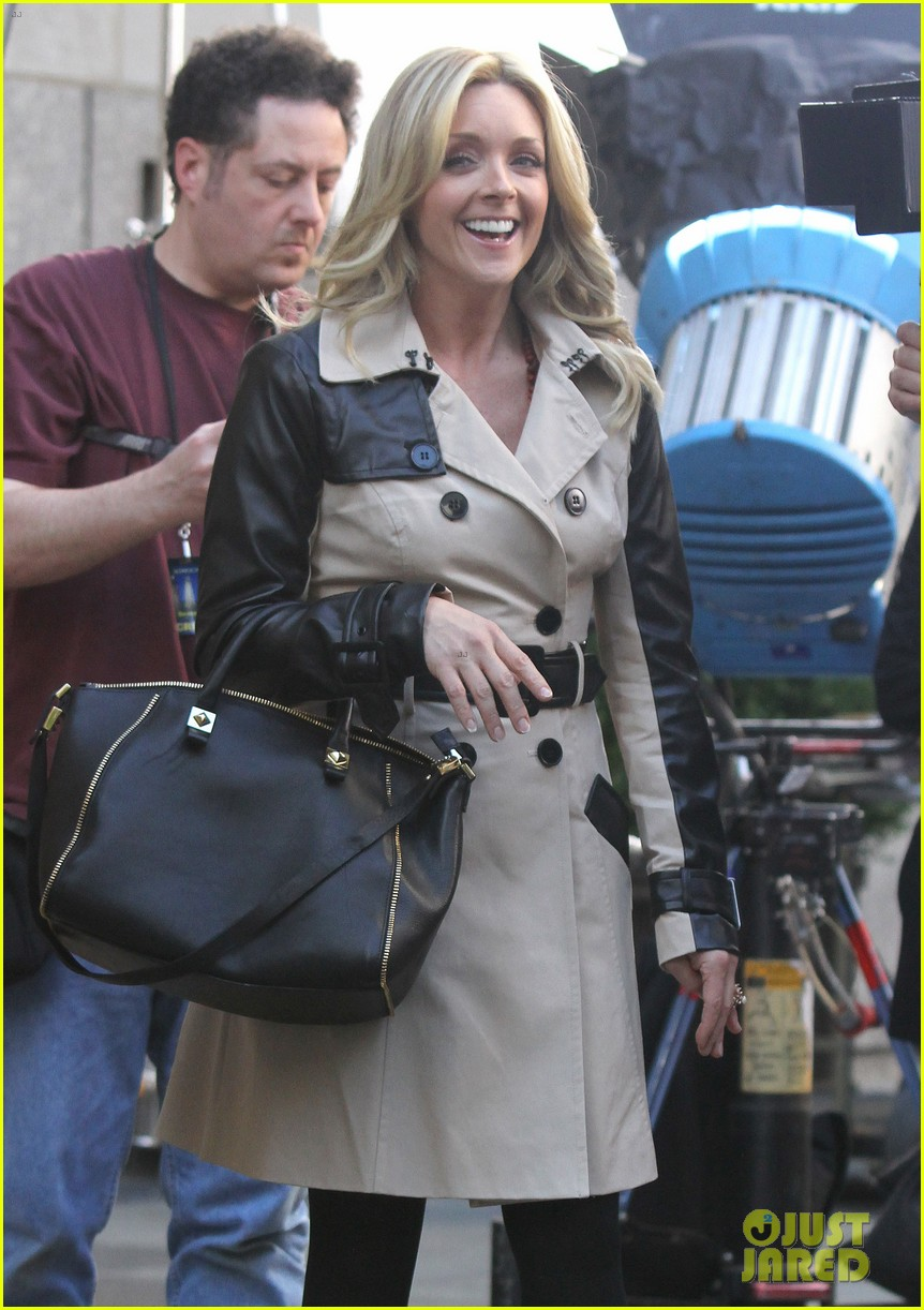 tina fey 30 rock set with jane krakowski 22
