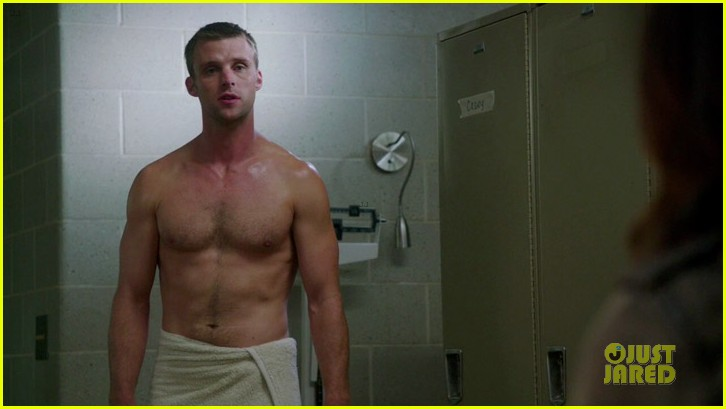 taylor kinney jesse spencer shirtless in chicago fire 04