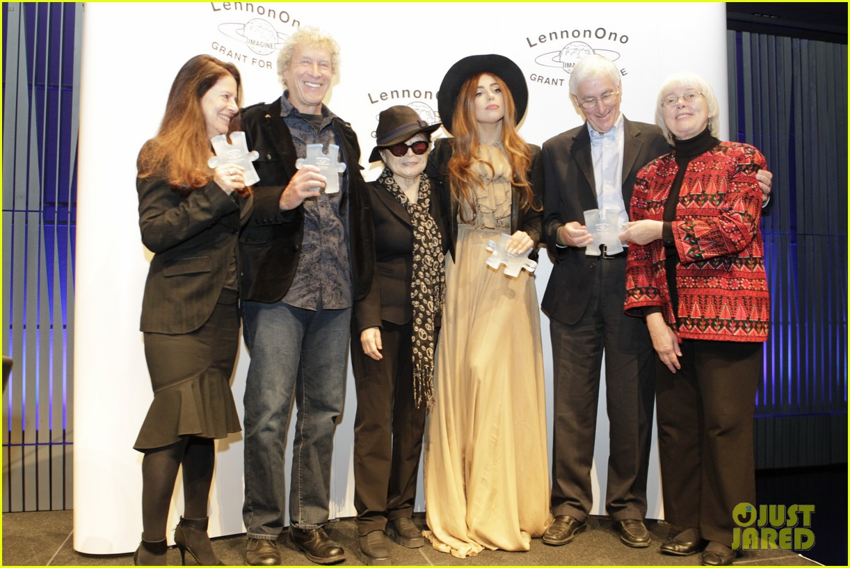 lady gaga lennon ono grant for peace awards 03