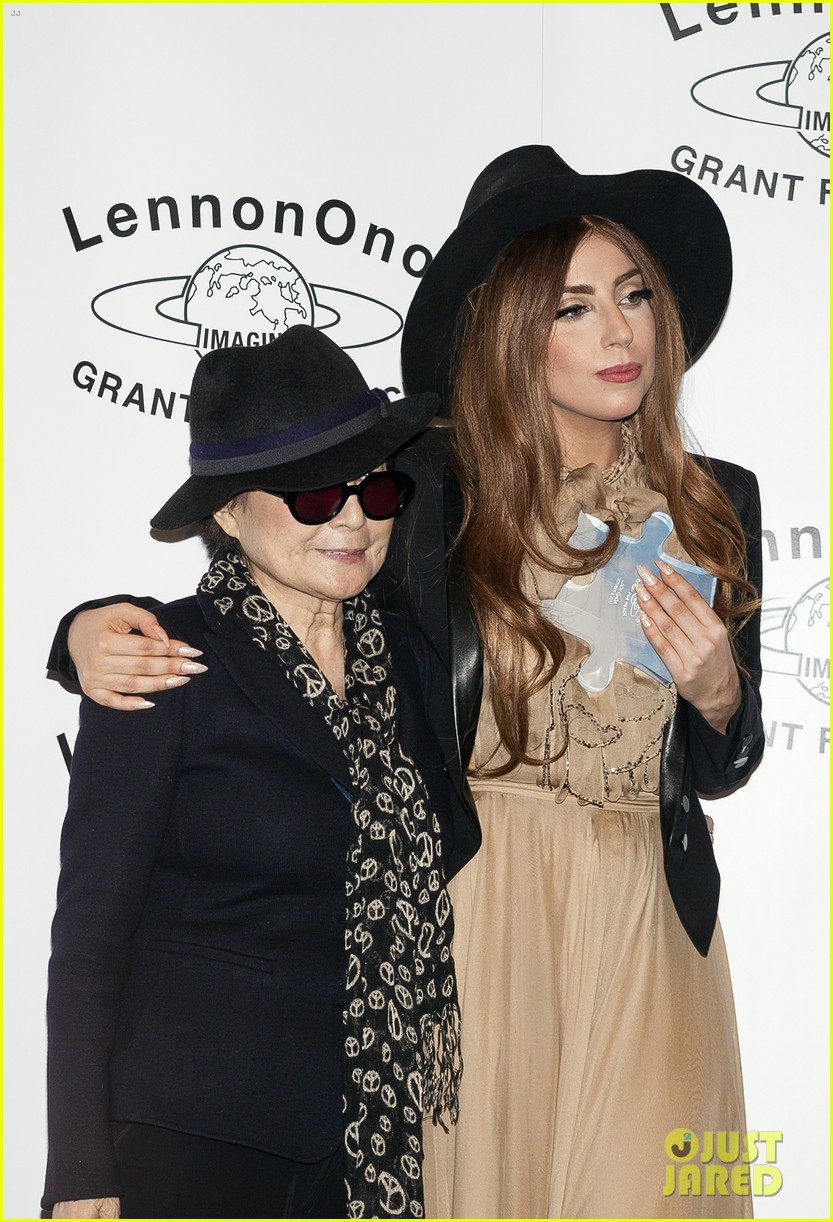 lady gaga lennon ono grant for peace awards 04