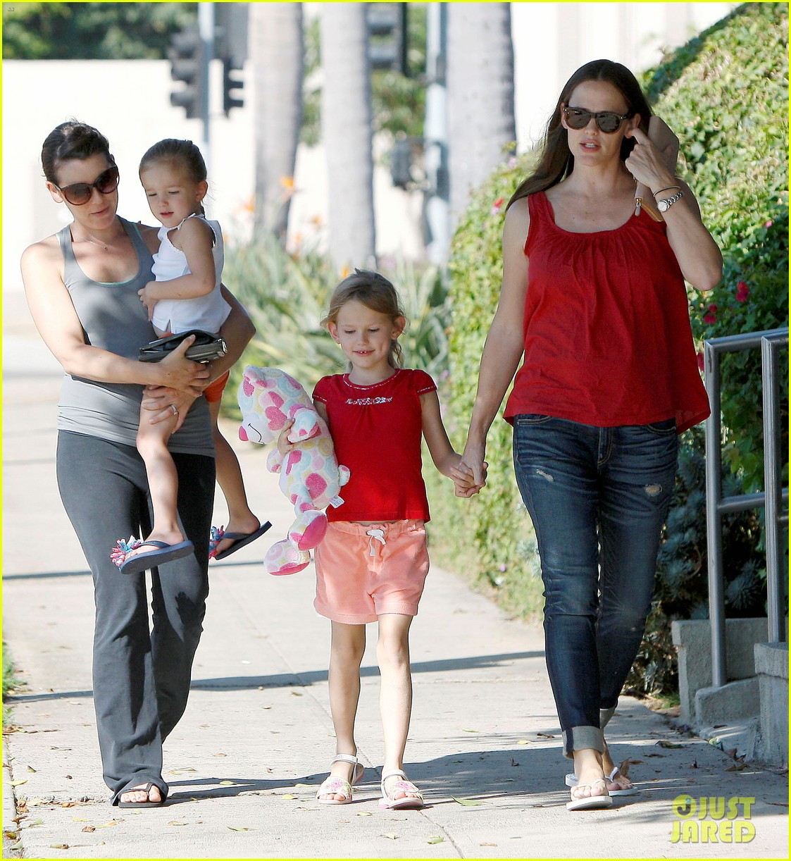 jennifer garner spends time with the girls ben affleck rides motorcycle 05