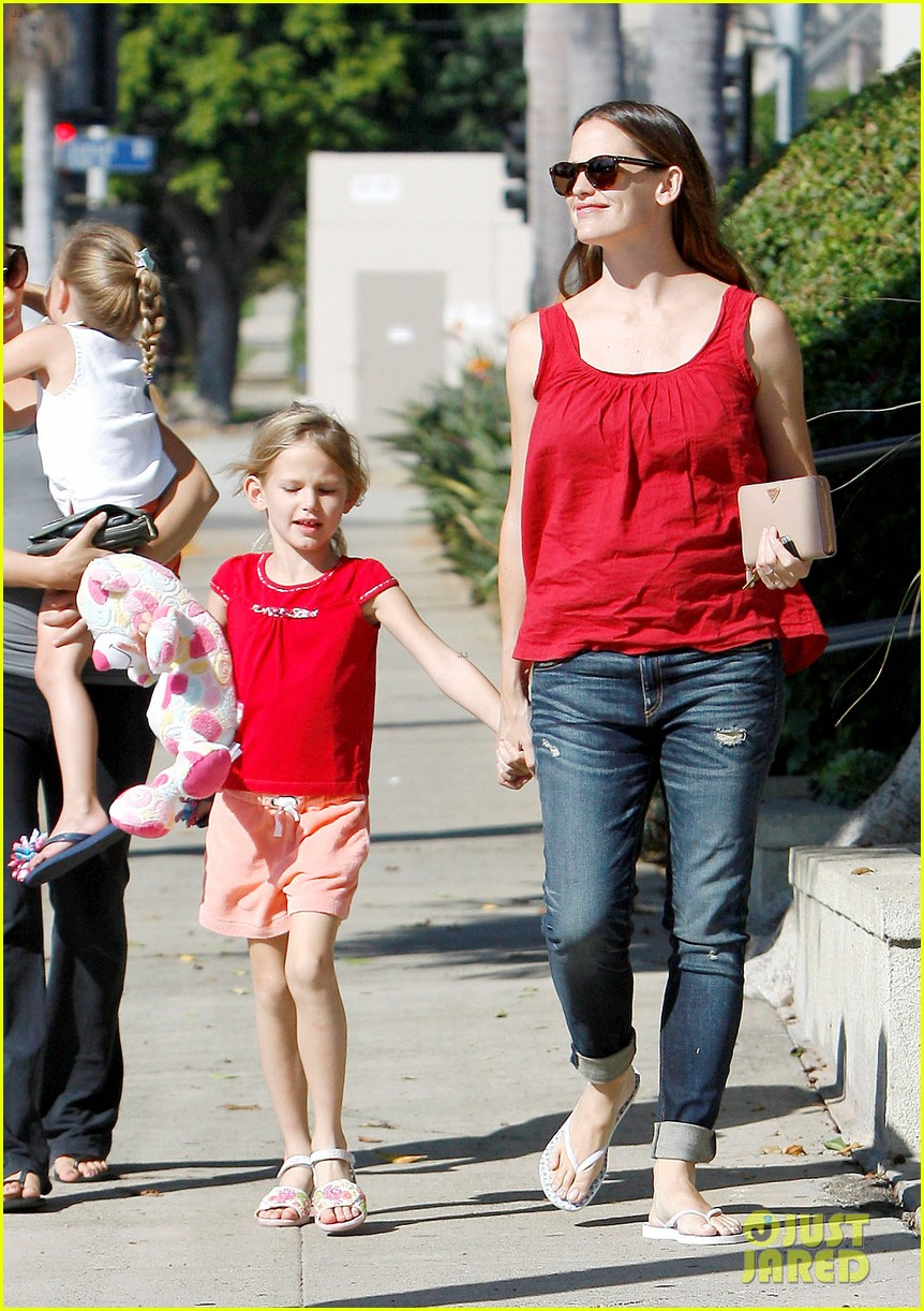 jennifer garner spends time with the girls ben affleck rides motorcycle 14