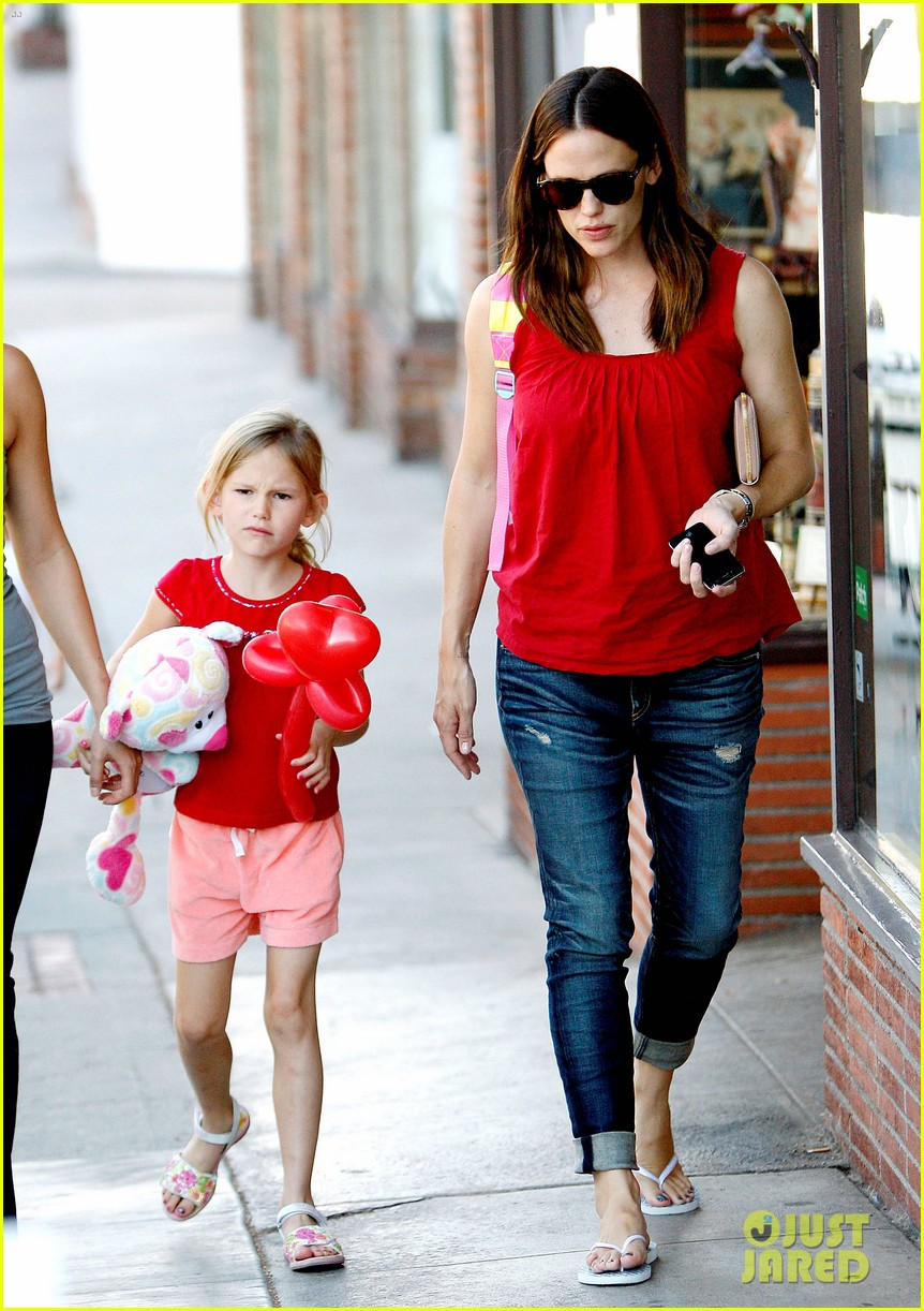 jennifer garner spends time with the girls ben affleck rides motorcycle 17