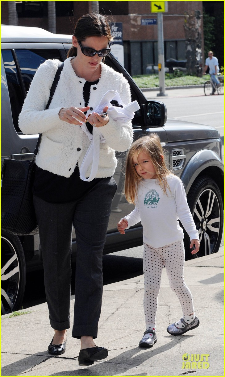 jennifer garner karate class with seraphina 13