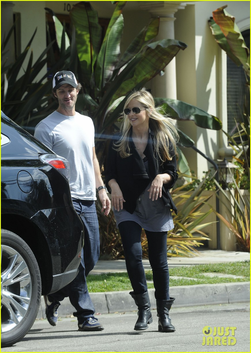 sarah michelle gellar post baby outing 022737560