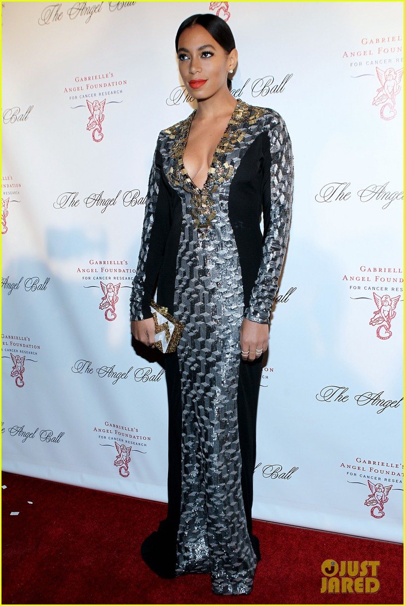 bar refaeli gerard butler angel ball 2012 04