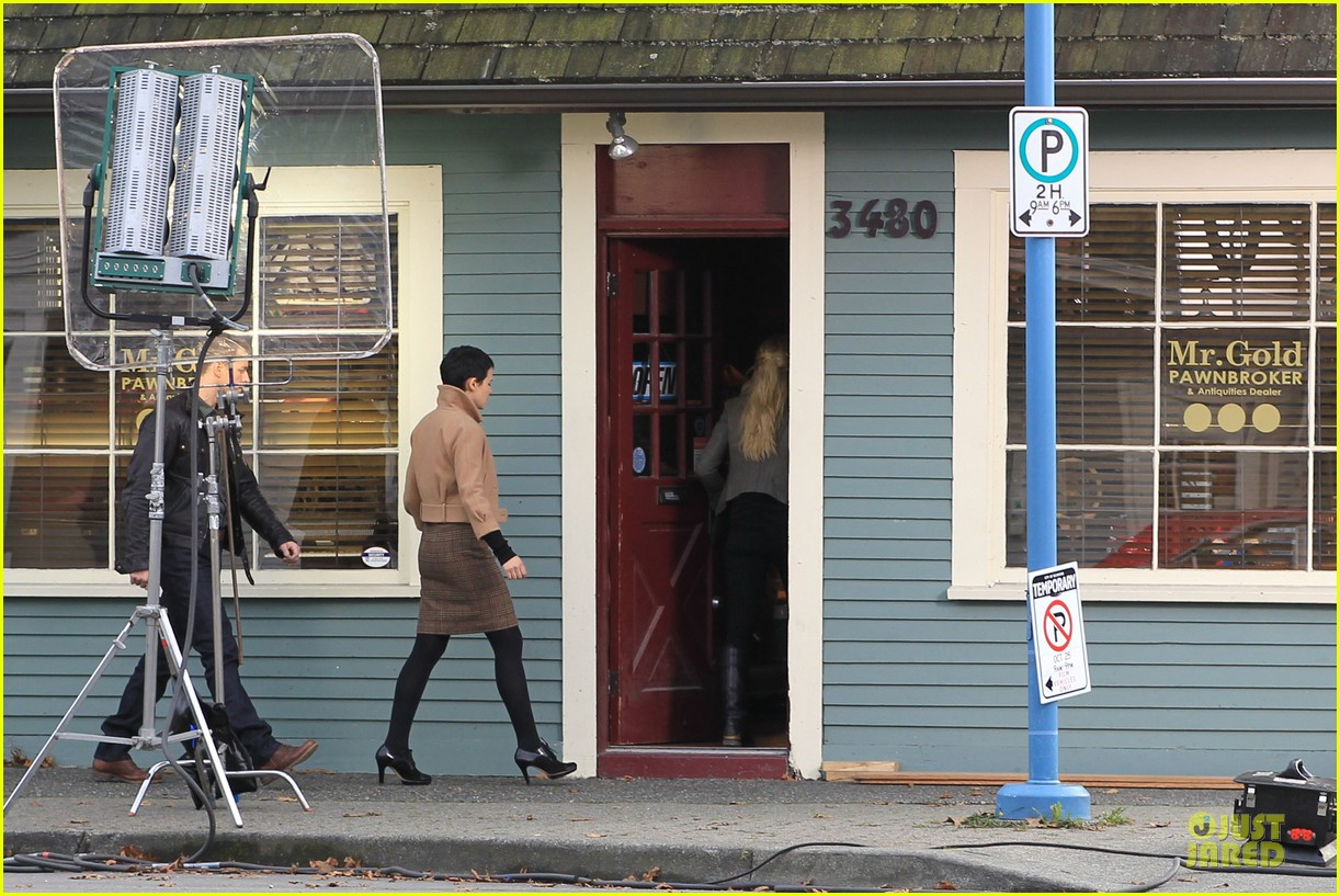 ginnifer goodwin josh dallas once upon a time pawn shop filming 13