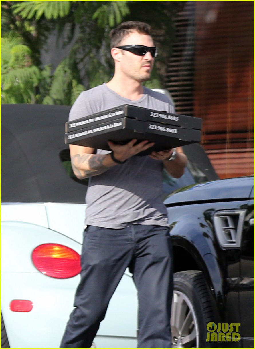 brian austin green pizza to go 042734453