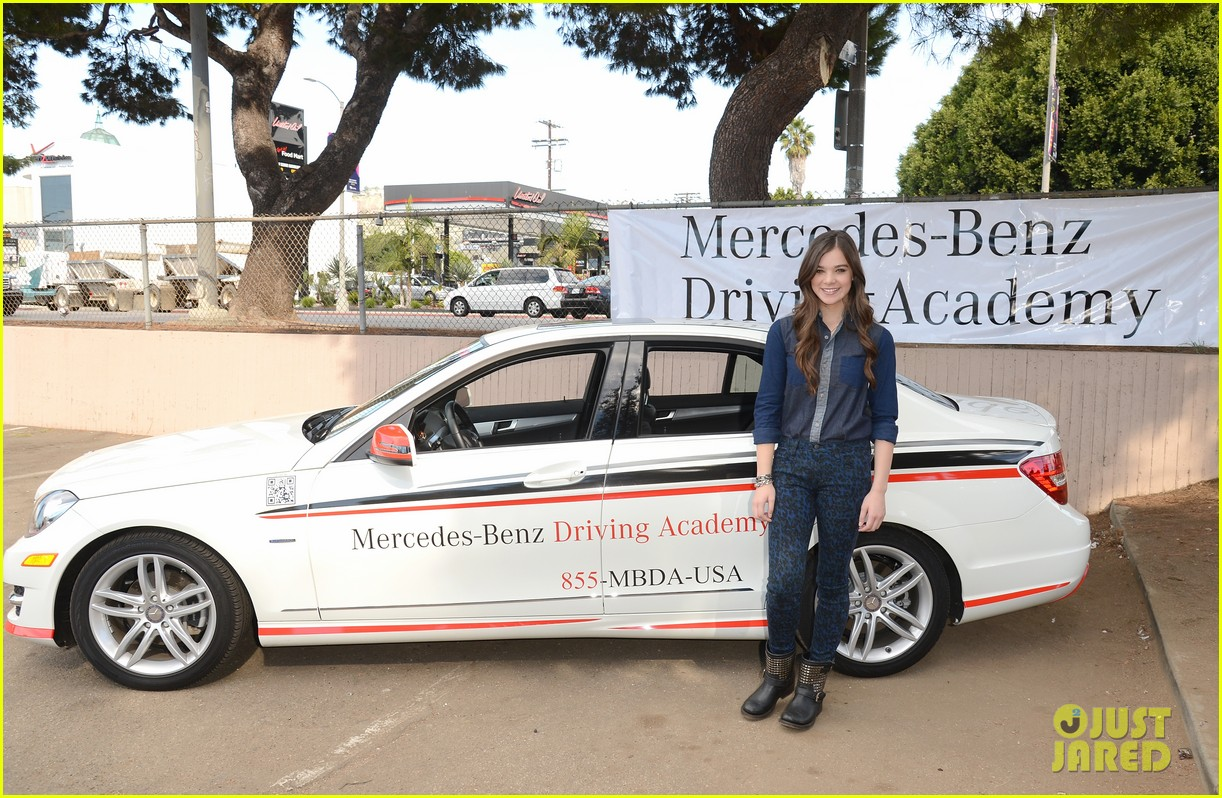 hailee steinfeld national teen driver safety week kick off 23