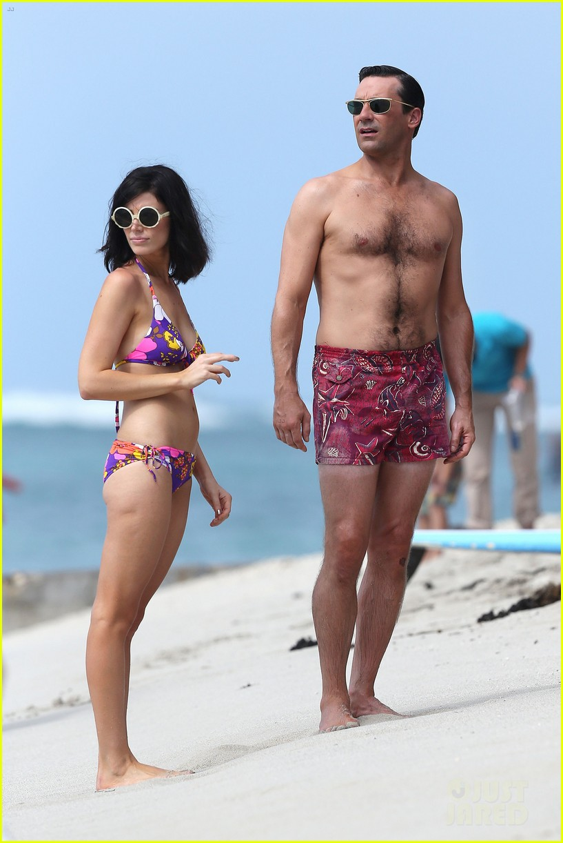 jon hamm shirtless mad men beach scenes in hawaii 03