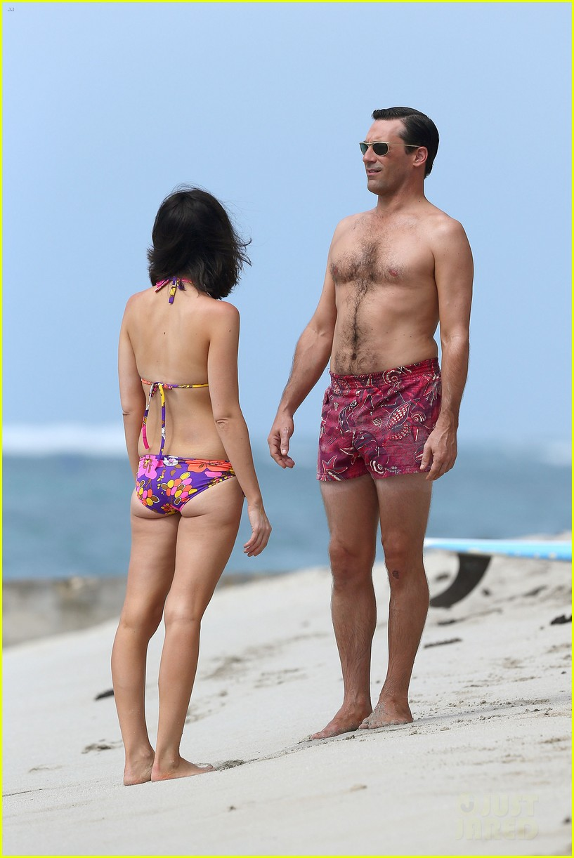 jon hamm shirtless mad men beach scenes in hawaii 14