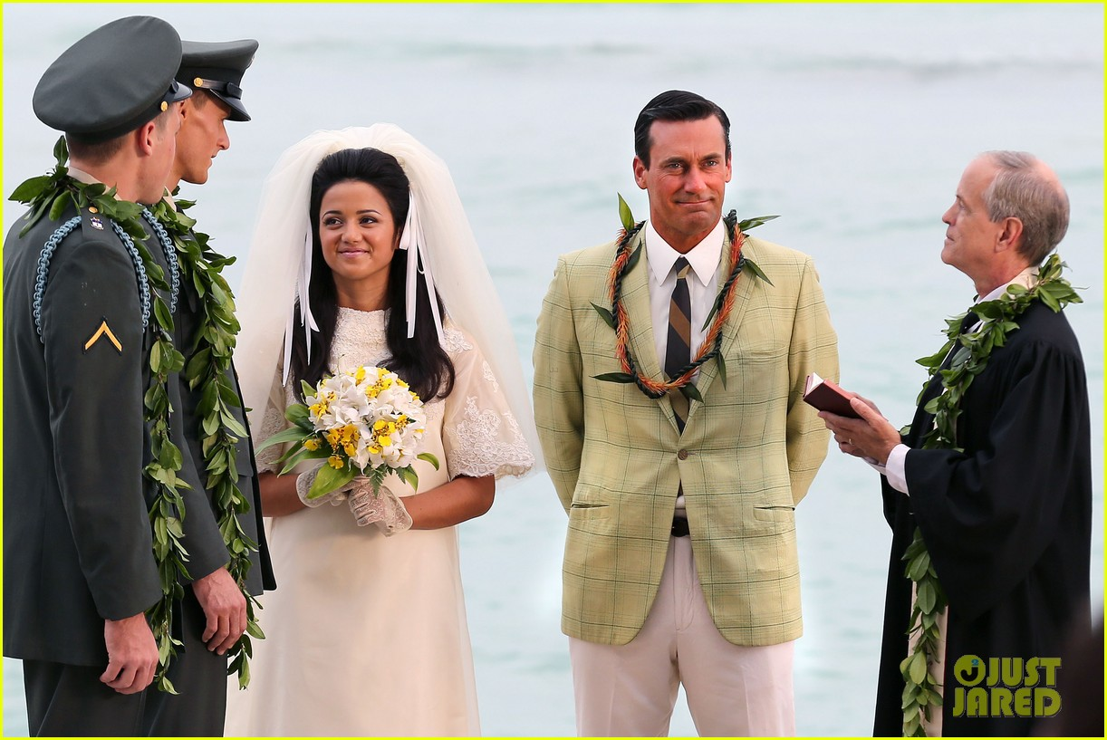 jon hamm jessica pare beach wedding for mad men 02