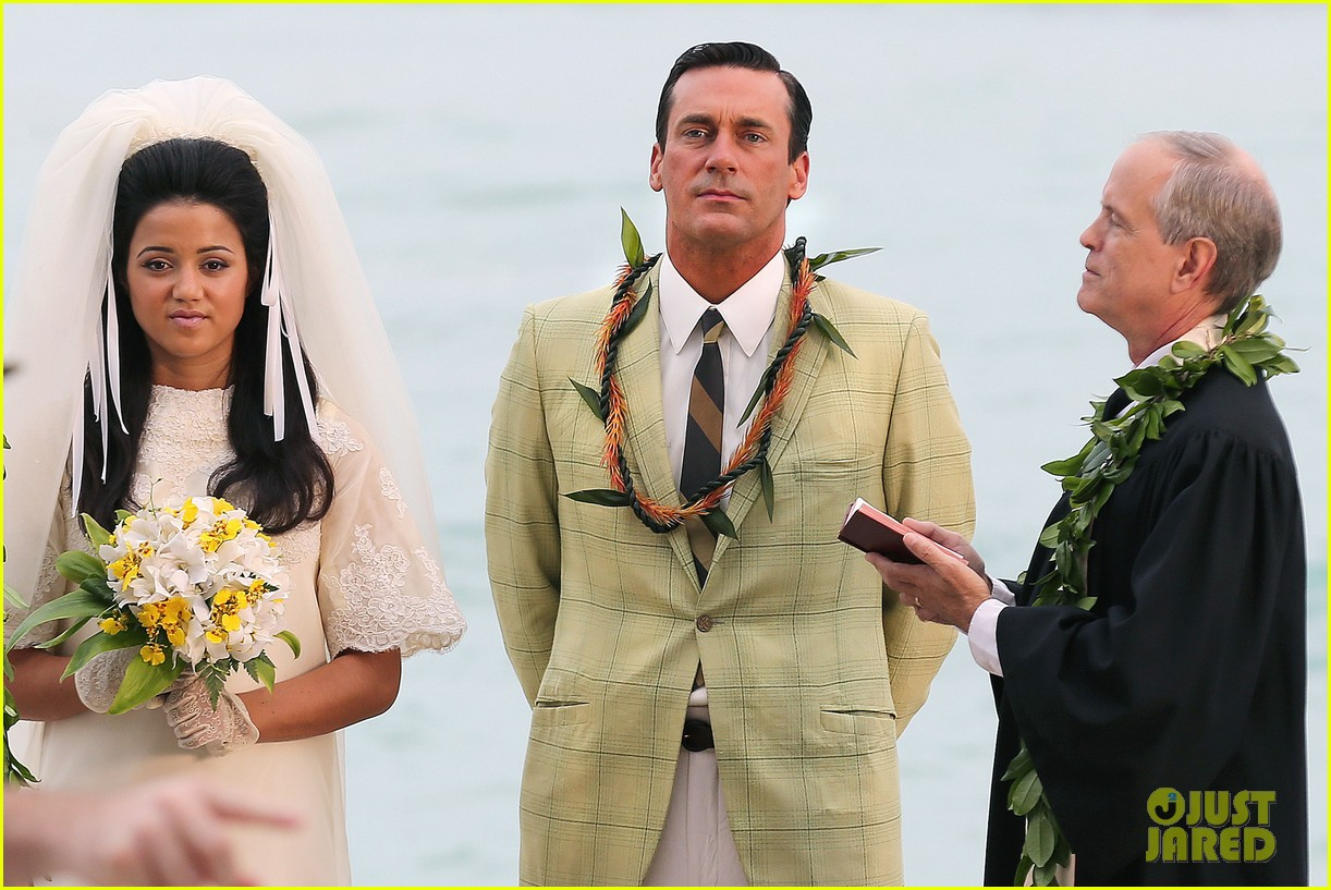 jon hamm jessica pare beach wedding for mad men 16