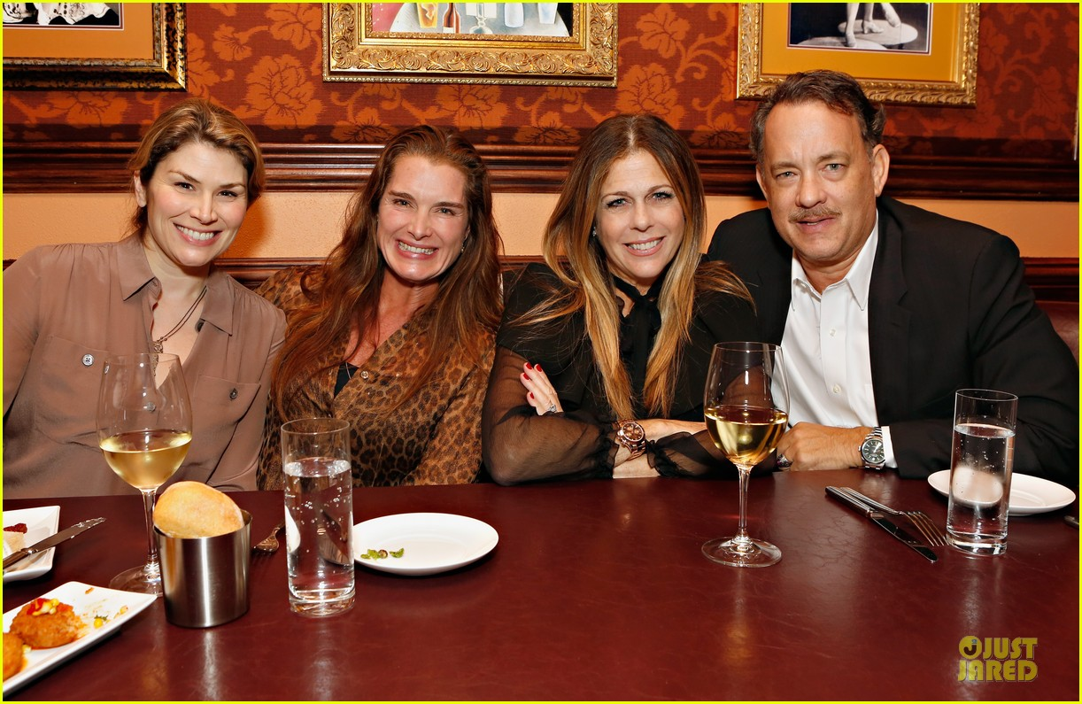 tom hanks sherie rene scott performance with rita wilson 10