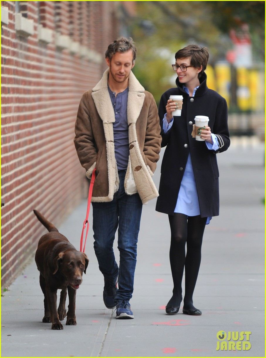 anne hathaway adam shulman coffee dog walk 01