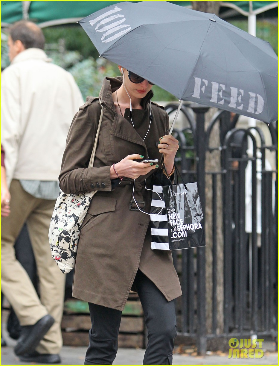 anne hathaway adam shulman coffee dog walk 02