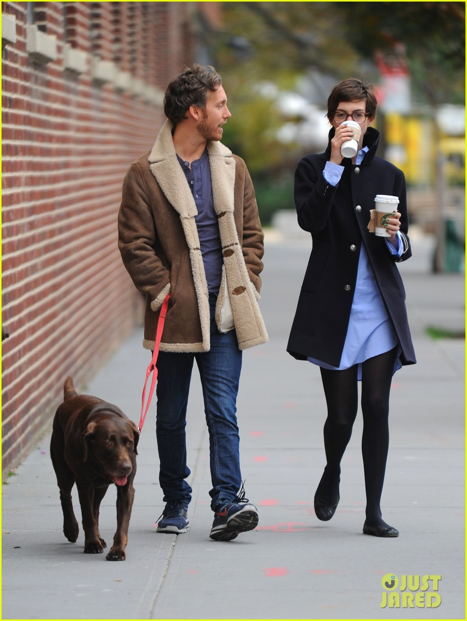 anne hathaway adam shulman coffee dog walk 19