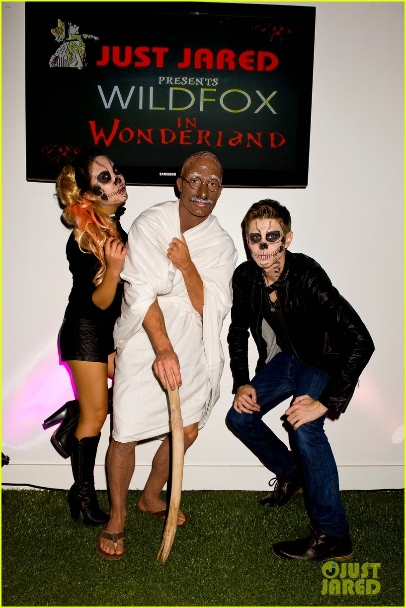 colton haynes holland roden just jared halloween party 2012 04