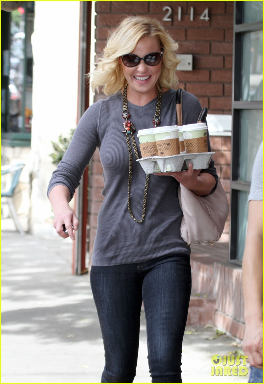 katherine heigl coffee run at little doms 02