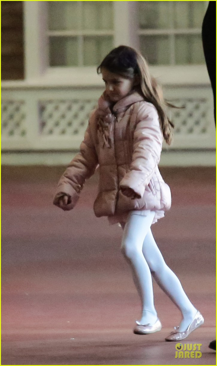 katie holmes suri cruise bowling duo chelsea piers 04
