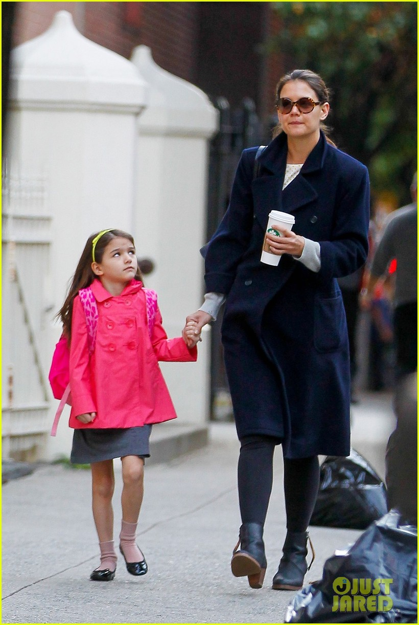 katie holmes monday morning school run with suri 03