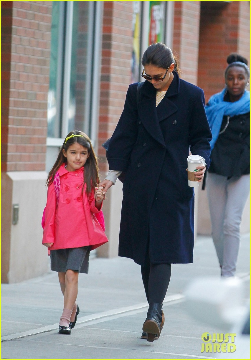 katie holmes monday morning school run with suri 052742674