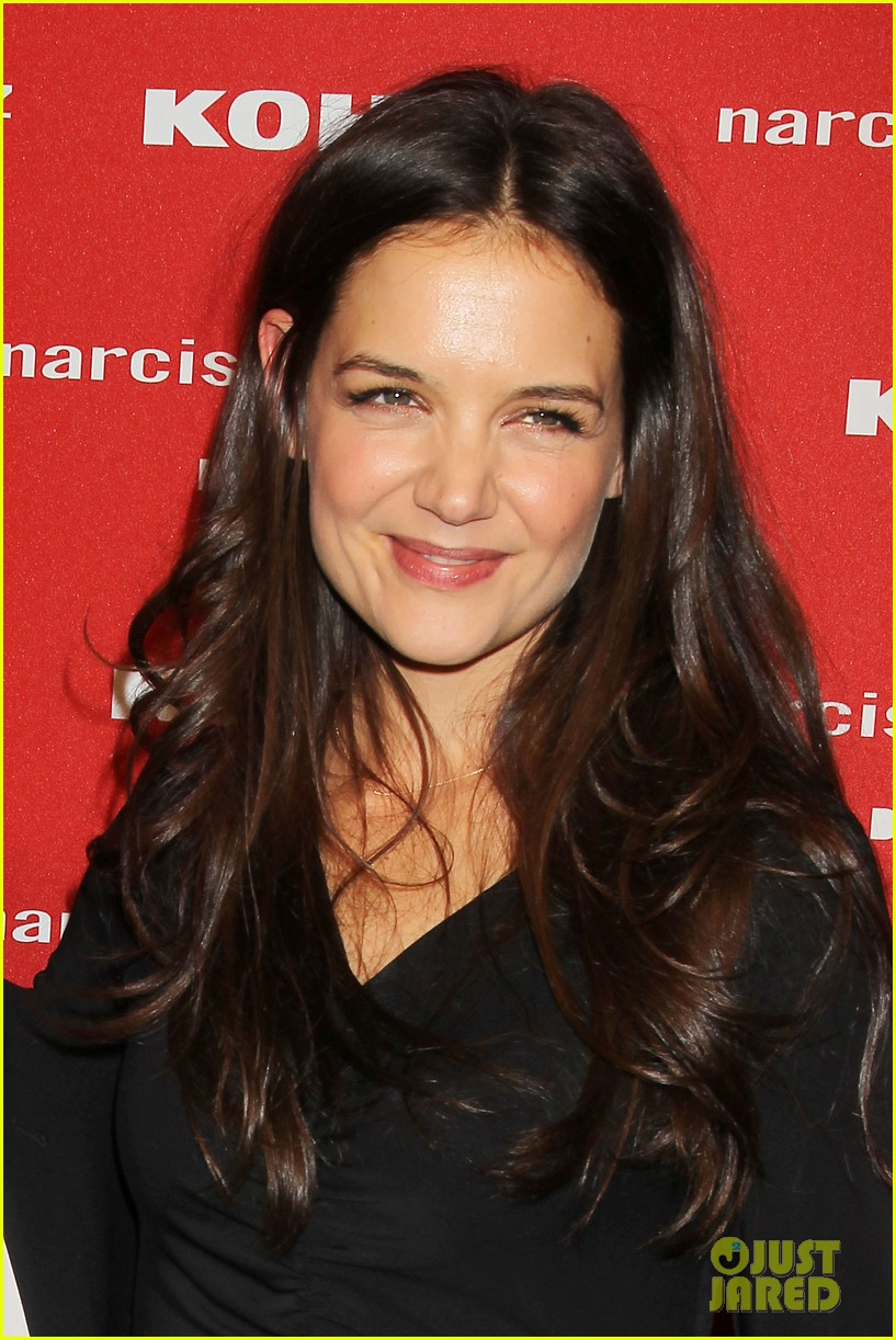 katie holmes emma roberts narciso rodriguez kohls launch party 032742935
