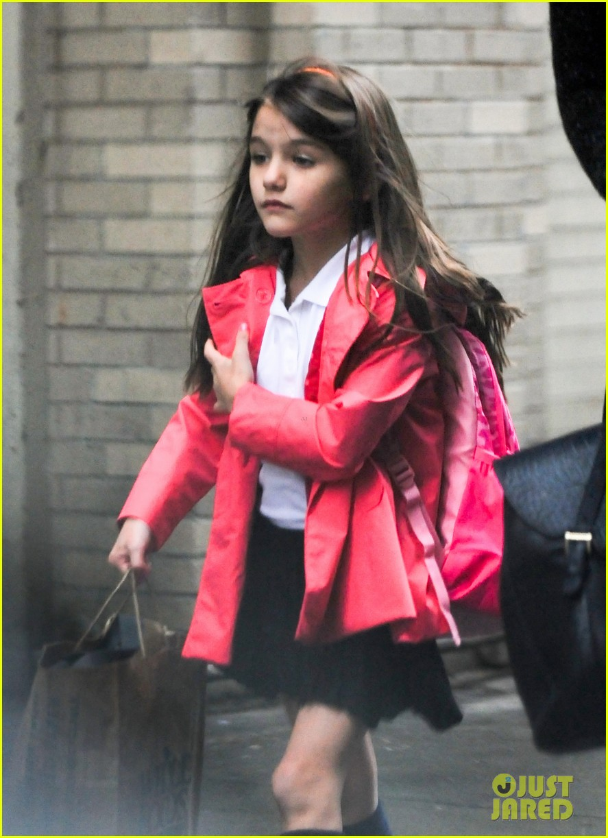 katie holmes suri rainy tuesday twosome 022735911