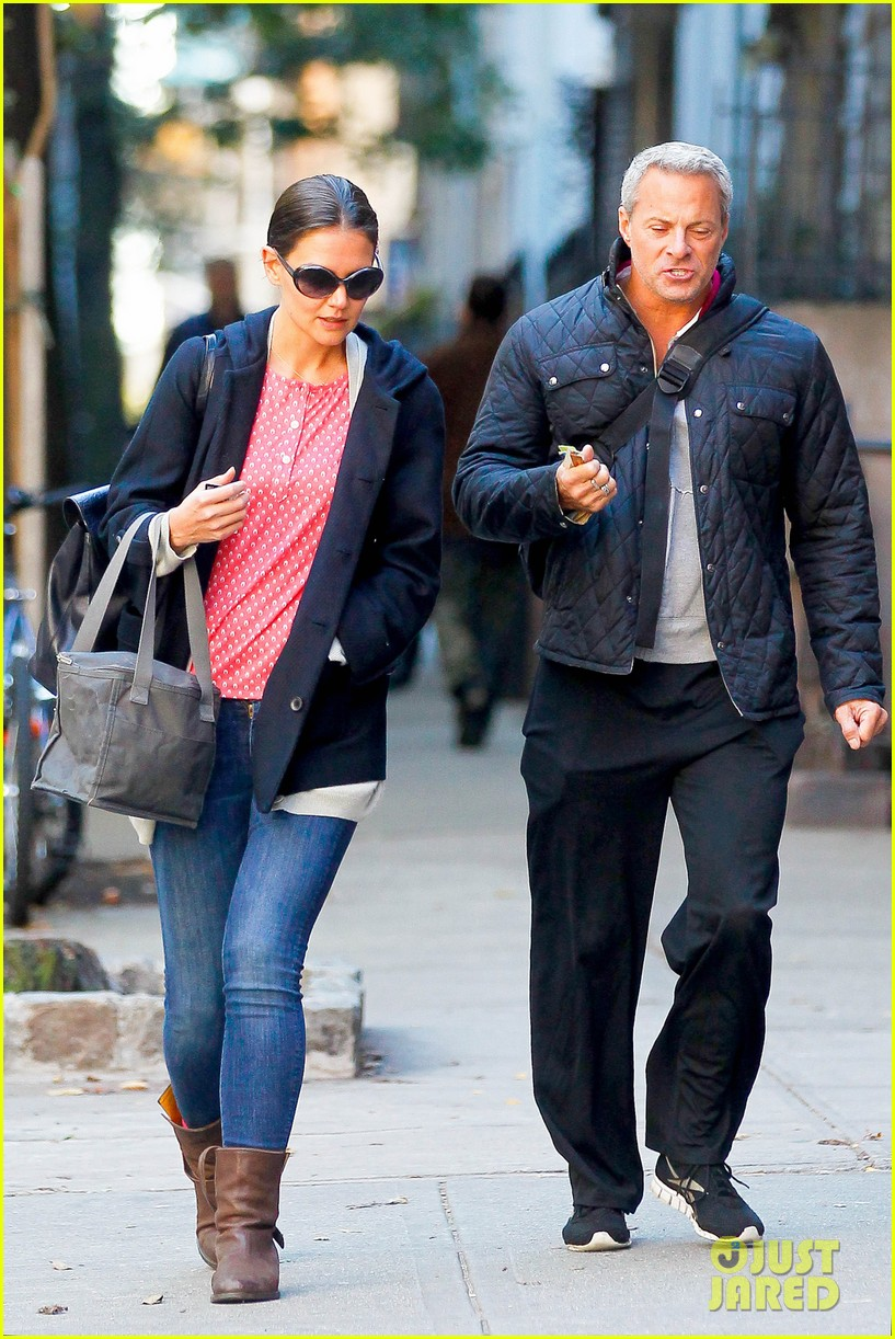 katie holmes early morning stroll with guy pal 08