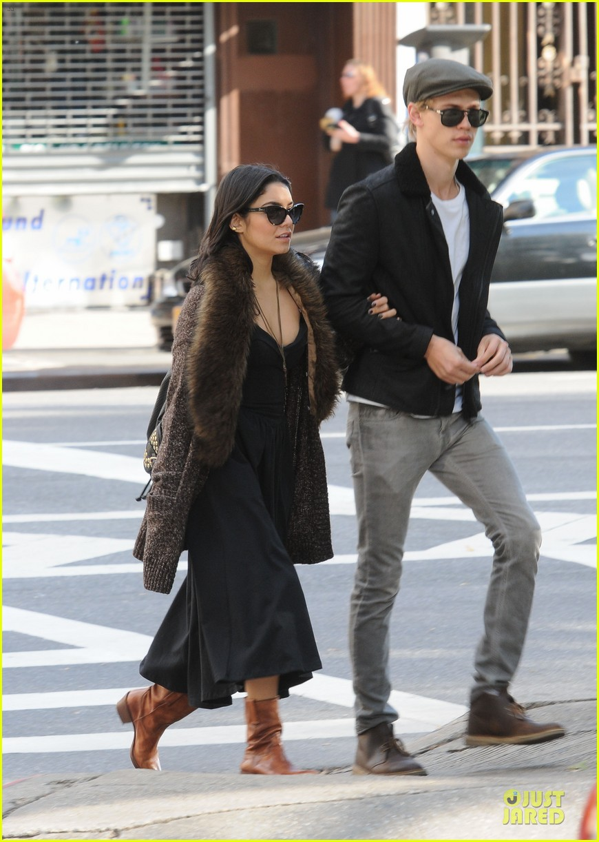 vanessa hudgens austin butler big apple stroll 02