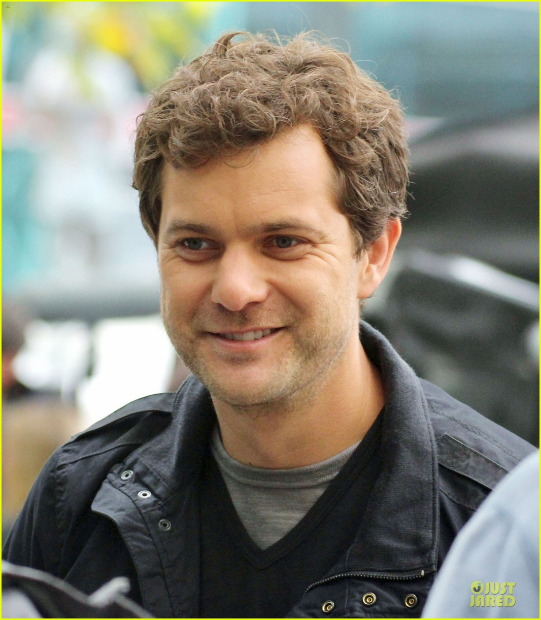 joshua jackson streches on fringe set 02