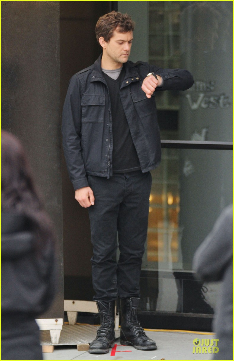 joshua jackson streches on fringe set 07
