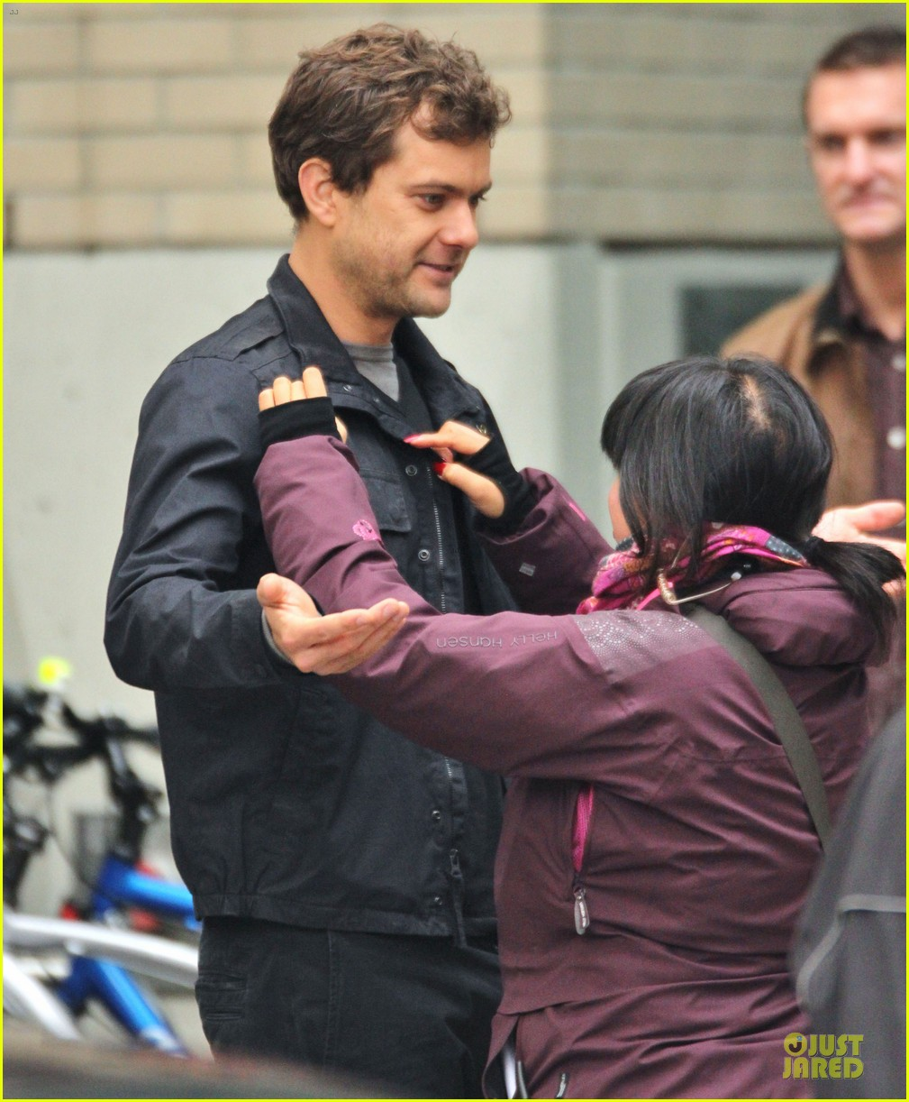joshua jackson streches on fringe set 16