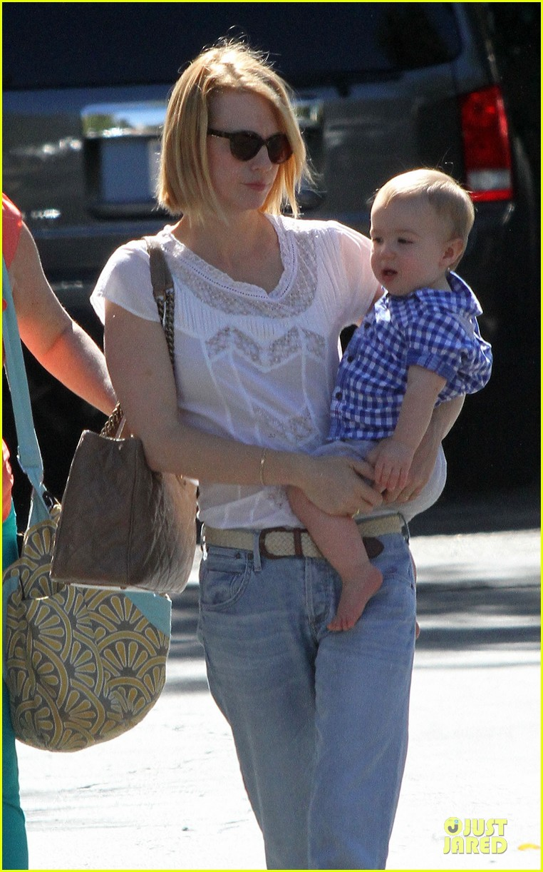 january jones boutique shopping with xander 01