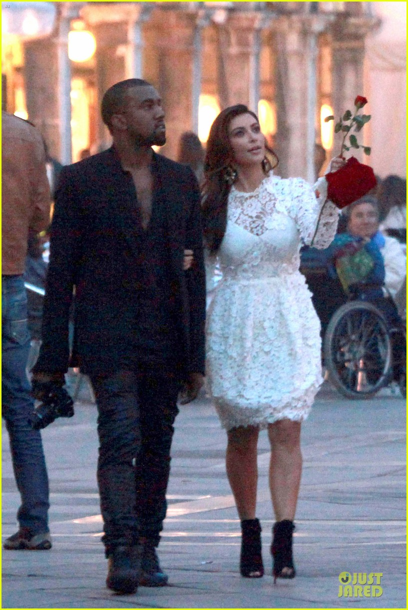 kanye west kim kardashian birthday dinner in venice 07