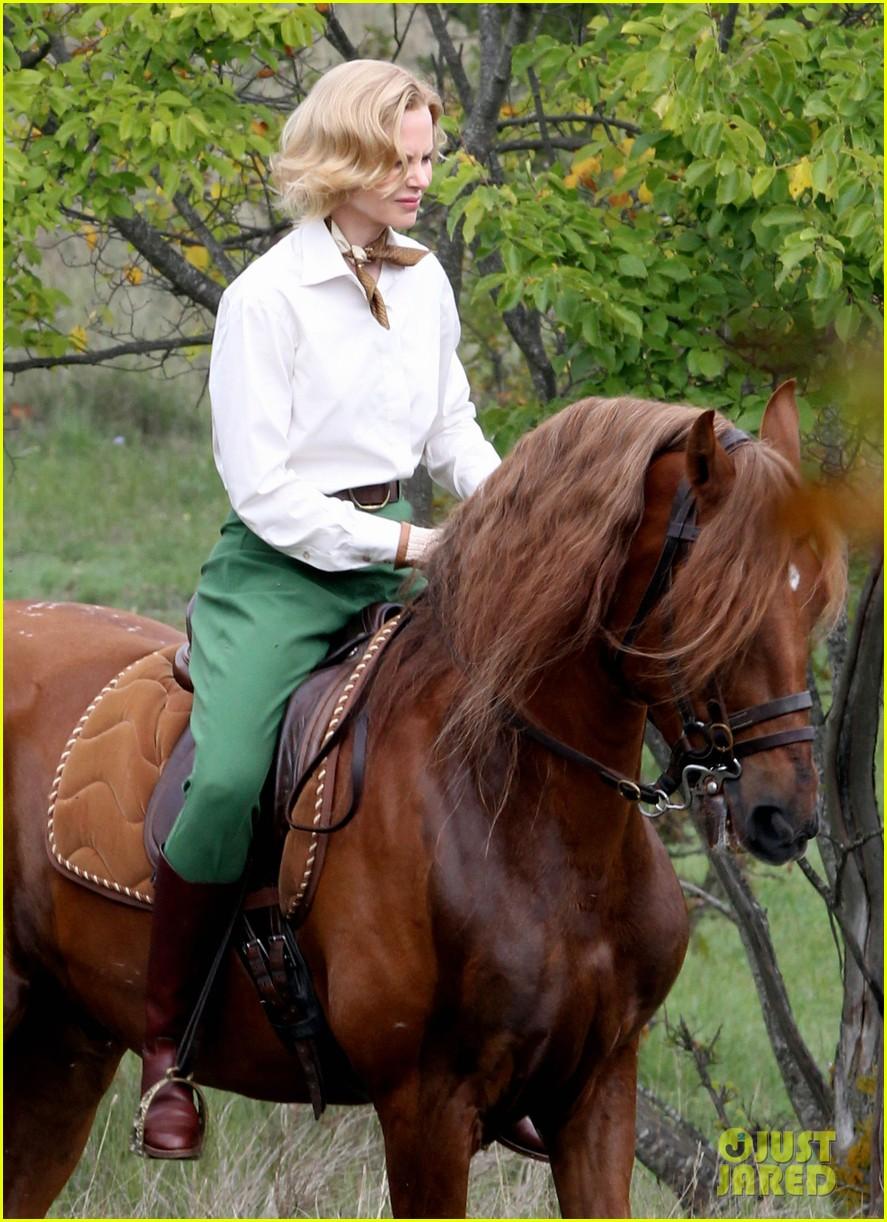 nicole kidman horseback riding for grace kelly 132737090