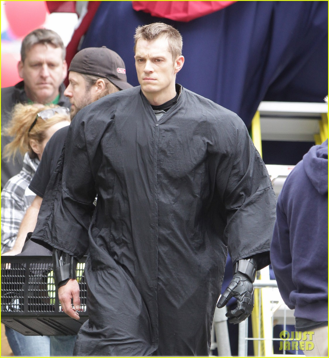 Full Sized Photo of joel kinnaman robocop introduction ... Abbie Cornish