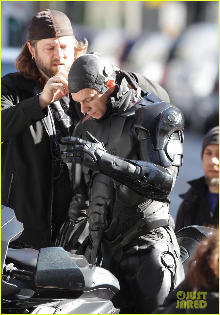 joel kinnaman robocop motorcycle scenes 14