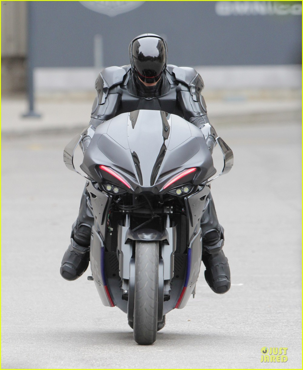 joel kinnaman robocop motorcycle revealed 02