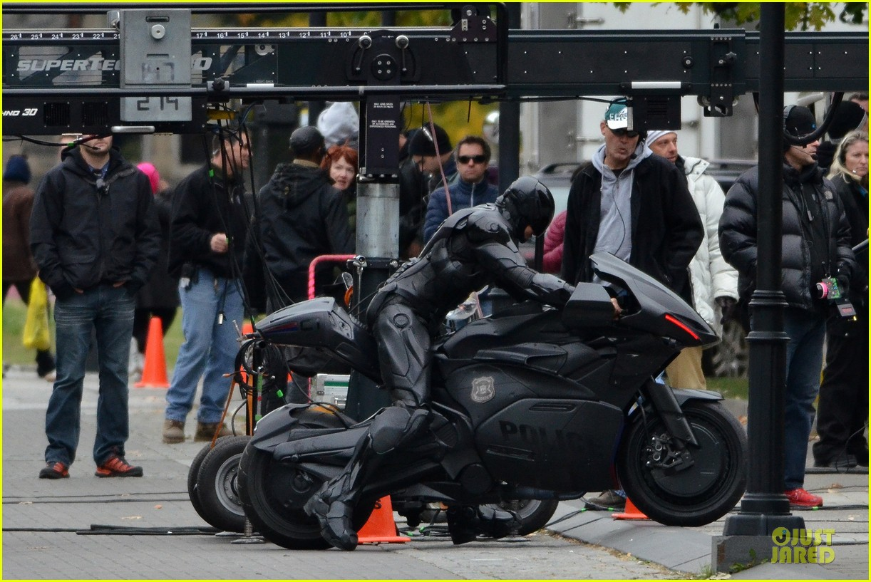 joel kinnaman robocop motorcycle revealed 05