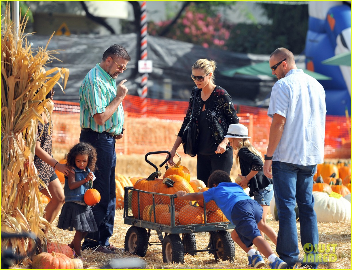 heidi klum martin kirsten pumpkin patch with the kids 042734317