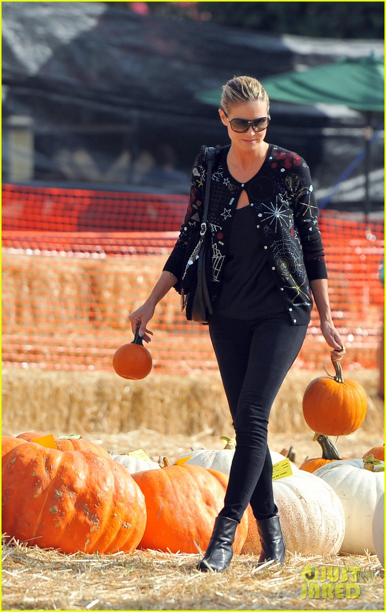 heidi klum martin kirsten pumpkin patch with the kids 082734321