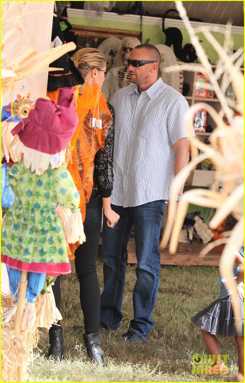heidi klum martin kirsten pumpkin patch with the kids 242734337