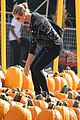 heidi klum martin kirsten pumpkin patch with the kids 03