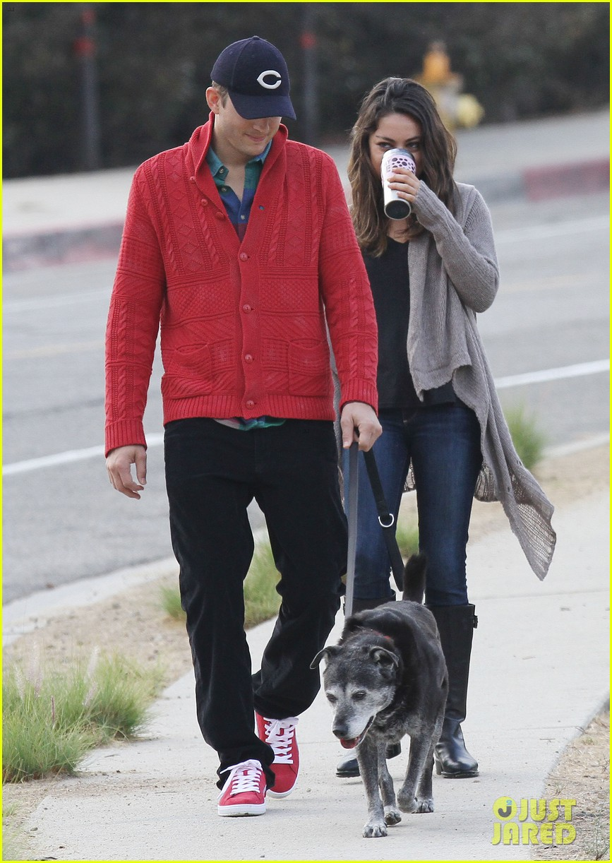 ashton kutcher mila kunis monday morning dog walk 16