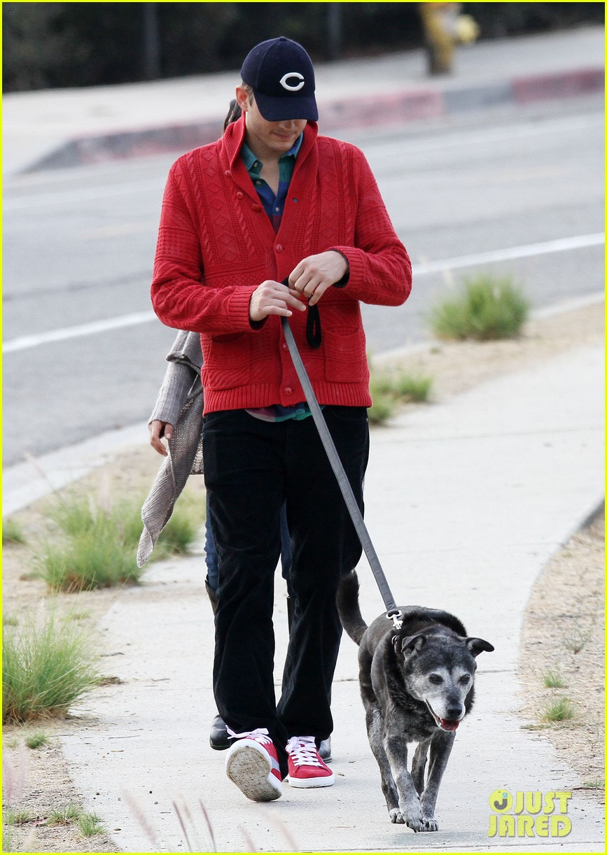 ashton kutcher mila kunis monday morning dog walk 18
