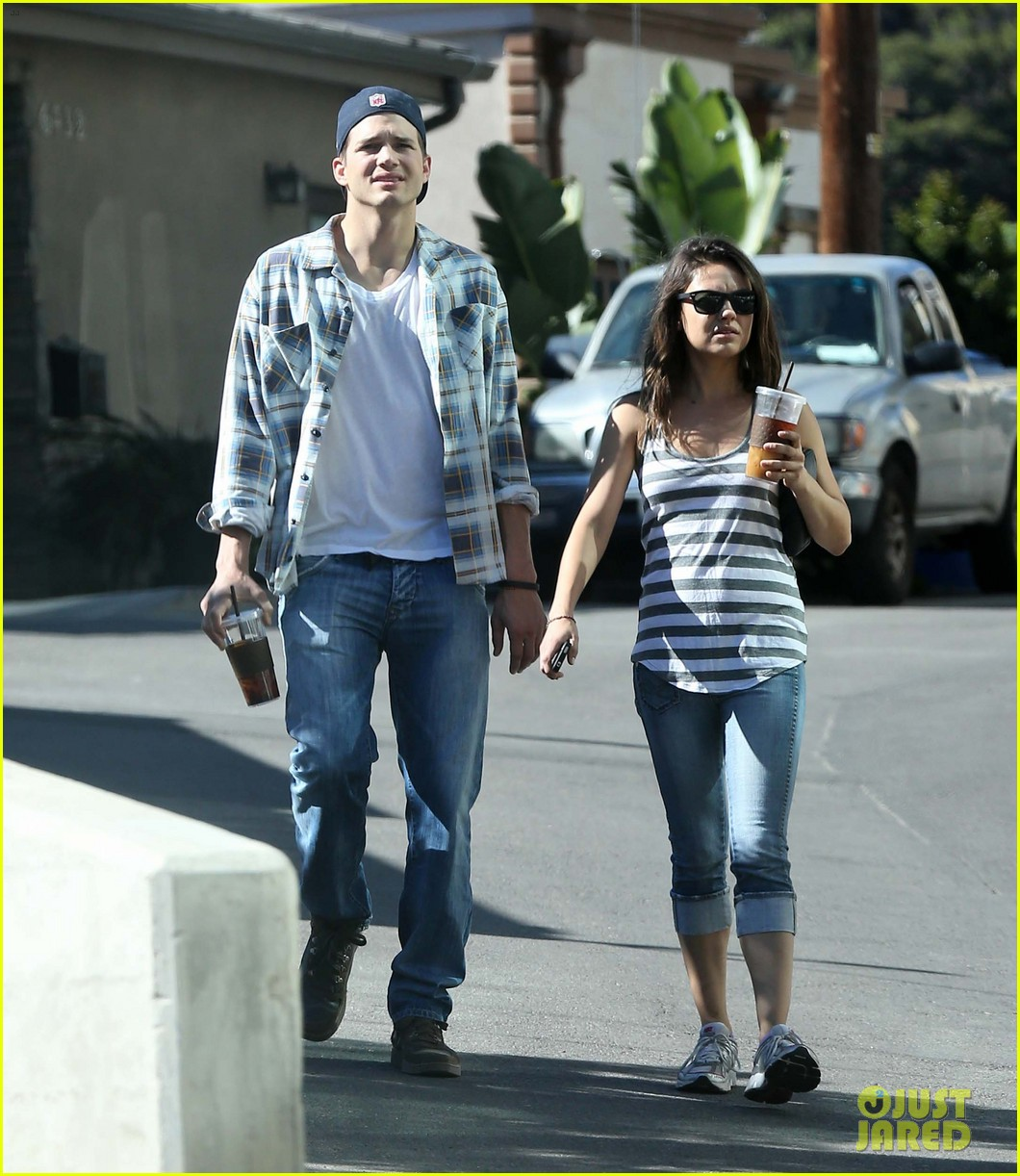 ashton kutcher mila kunis iced coffees to go 212746396